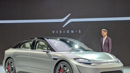 El primer coche de Sony es el 'Vision-S': un prototipo eléctrico con 33 sensores, pantalla panorámica y sonido 360º