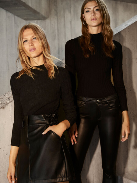 El color negro invade la nueva (y estilosa) colección de Lefties y sigue una de las tendencias favoritas de este otoño 2020