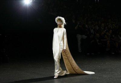 Chanel Alta Costura Otoño-Invierno 2011/2012: noche de alguna luz y varias sombras para Karl Lagerfeld