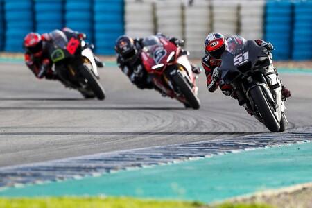 La Ducati Panigale V4 S de calle se quedó a dos segundos de la nueva Ducati Desmosedici GP21 de MotoGP en Jerez