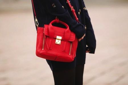 Duelo de bolsos: señor Phillip Lim ¿quién lo luce mejor?