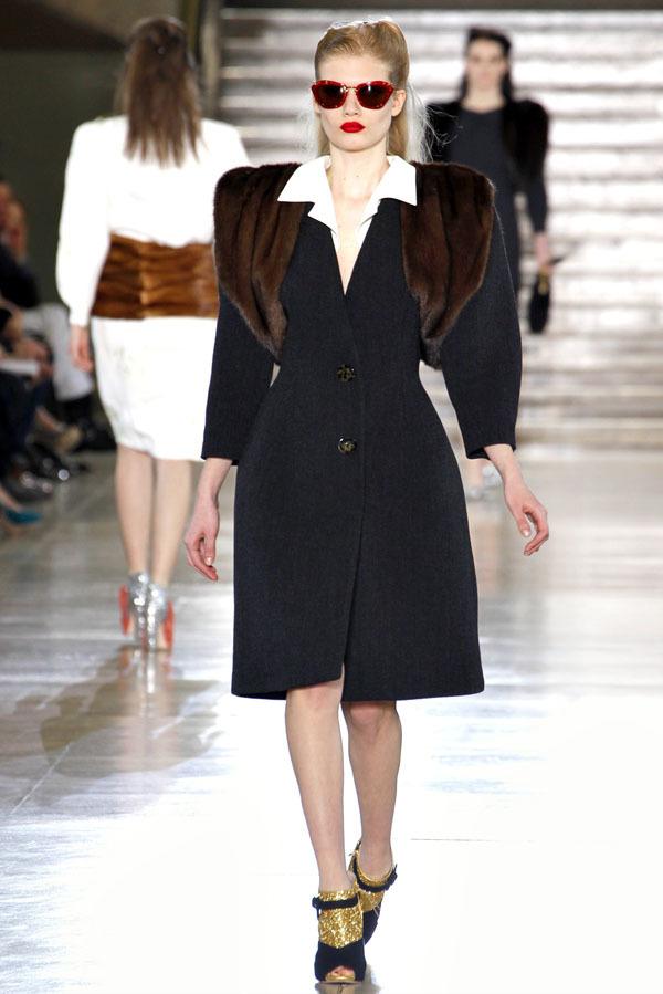 Foto de Miu Miu Otoño-Invierno 2011/2012 en la Semana de la Moda de París: Miuccia Prada al rescate (8/20)