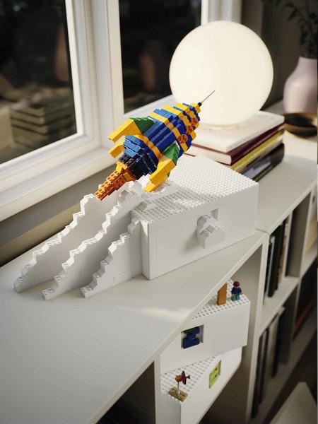 Ya conocemos el resultado de la colaboración entre Ikea y Lego; BYGGLEK son las cajas contenedores que necesitarás (en cuanto las veas) para lucir y guardar tus obras de Lego