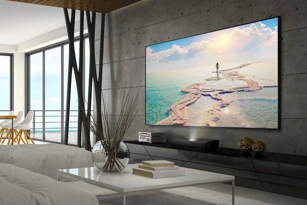 Optoma trae a Europa su proyector láser de tiro corto UHZ65UST, un modelo 4K HDR que tiene barra de sonido integrada
