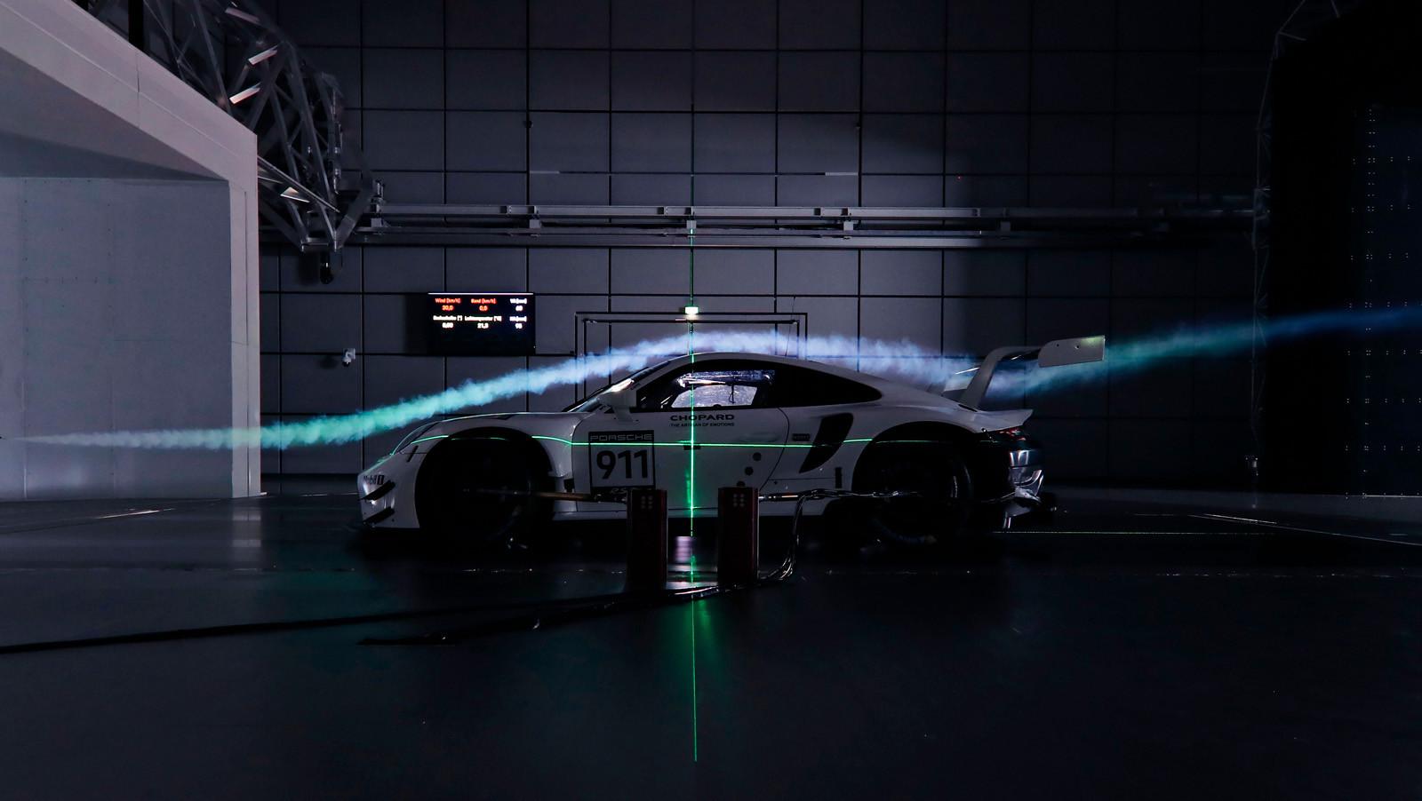 Foto de Porsche 911 RSR GTE 2019 (33/41)