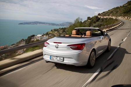 Opel Cabrio 2013 en movimiento
