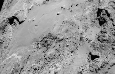 Rosetta no descansa y hace un vuelo fotográfico muy cerca del cometa 67P