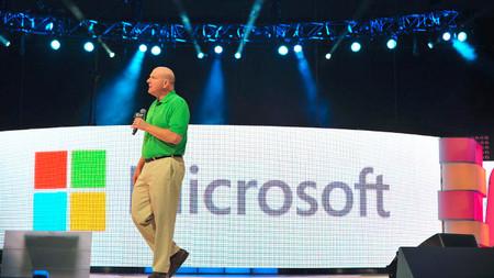 Ballmer con el nuevo logo de Microsoft