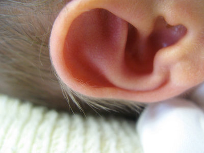 Las cuatro razones por las que no deberías usar bastoncillos para las orejas de tu bebé
