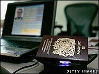 Los aeropuertos británicos realizarán escáneres faciales