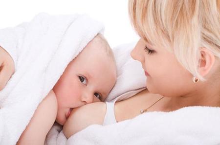 Algo bueno tenía que tener la crisis: aumentan las tasas de lactancia materna