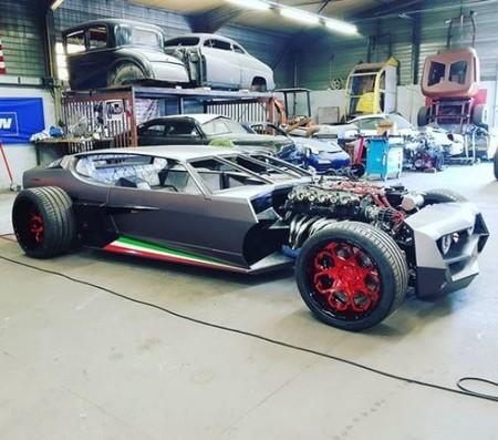 Dos firmas francesas festejan los 50 años del Lamborghini Espada convirtiéndolo en un estrafalario Hot Rod