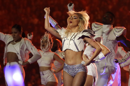 Lady Gaga Super Bowl Looks Versace Show 2017 4