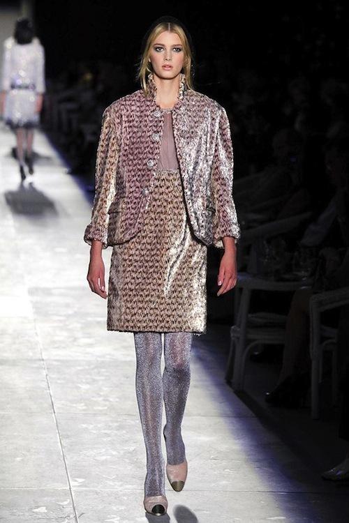 Foto de Chanel Alta Costura Otoño-Invierno 2012/2013: rosa, gris, brillos y nuevo vintage (24/61)