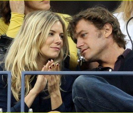 Sienna Miller y su nuevo novio en el US Open