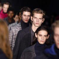 Hugo Boss actualiza el look de oficina con tonos de pies a cabeza en su desfile en Nueva York