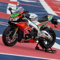 ¿Alerones de MotoGP en una moto de calle? Sí, la Aprilia RSV4 RF LE ya está aquí