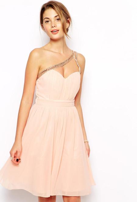 e3ba68fea Enamórate del escote corazón (de estos vestidos)!
