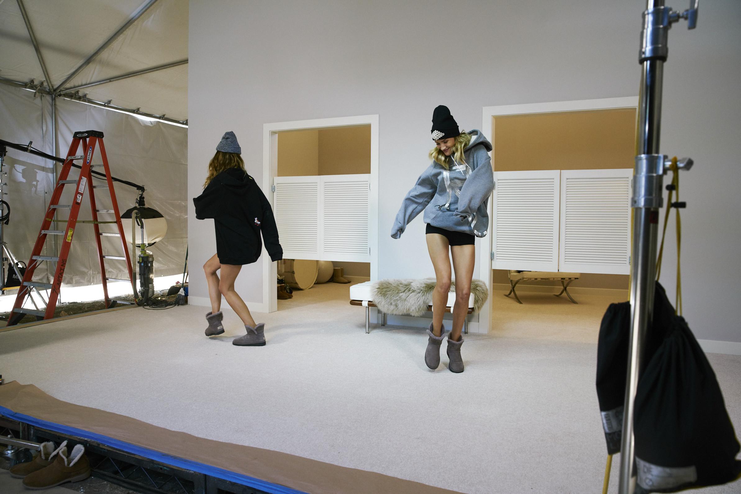 Foto de Las botas UGG se reinventan para lucir los pies más calentitos con mucho estilo y copiando a las 'it girls' (10/19)