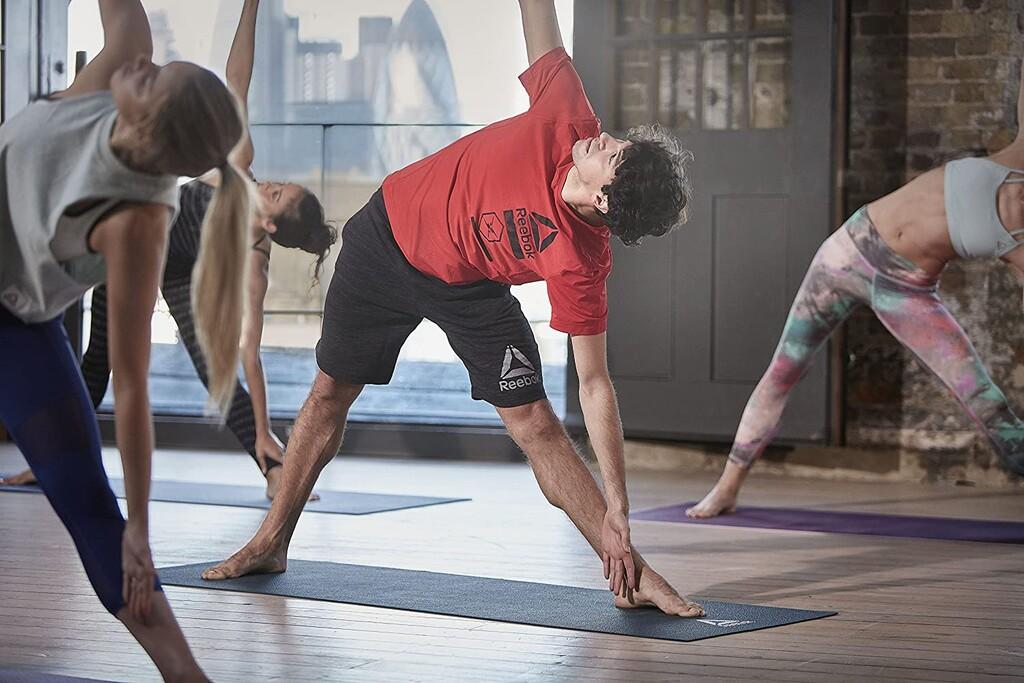 Las 17 esterillas de yoga, antideslizantes, resistentes y cómodas, que te ayudarán a realizar las mejores posturas