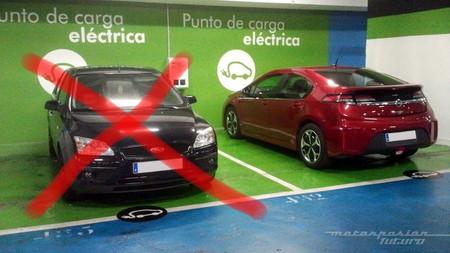 De plazas de aparcamiento, coches eléctricos y civismo