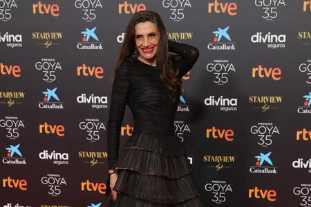Ángela Molina recibe el Goya de Honor con un elegante vestido negro plisado en tul de Giorgio Armani Privé