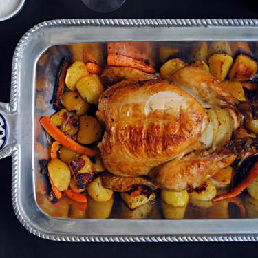 Pollo al horno con verduras asadas: receta fácil para triunfar siempre