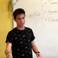 El discurso viral de un adolescente sobre nuestro obsoleto modelo educativo, y sus propuestas para cambiarlo