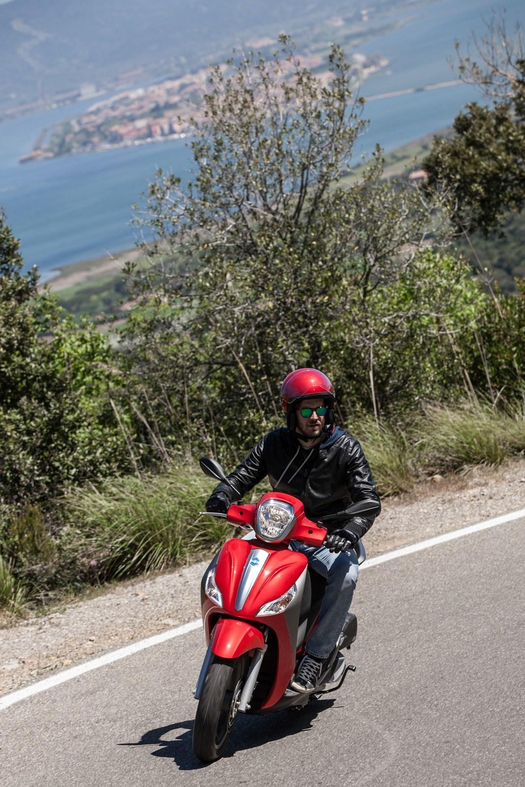 Foto de Piaggio Medley 125 ABS, ambiente y acción (27/52)