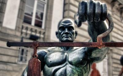 Los impagos 'echarán el cerrojo' a la labor de los abogados de oficio en Madrid