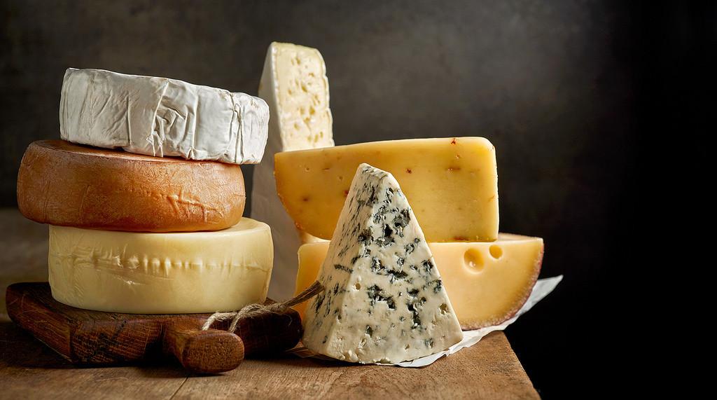 Si tienes intolerancia a la lactosa, no todos los lácteos están prohibidos: estos son los quesos que puedes consumir