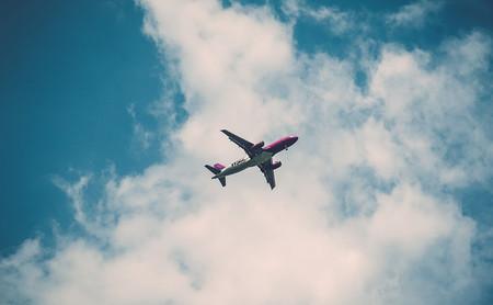 WiFi en aviones: esto es lo que ofrecen las principales aerolíneas para conectarse durante un vuelo