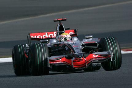 Lewis Hamilton por delante de los Ferrari en China