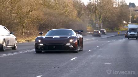 El único Aston Martin Vulcan apto para la calle, al detalle y en vídeo
