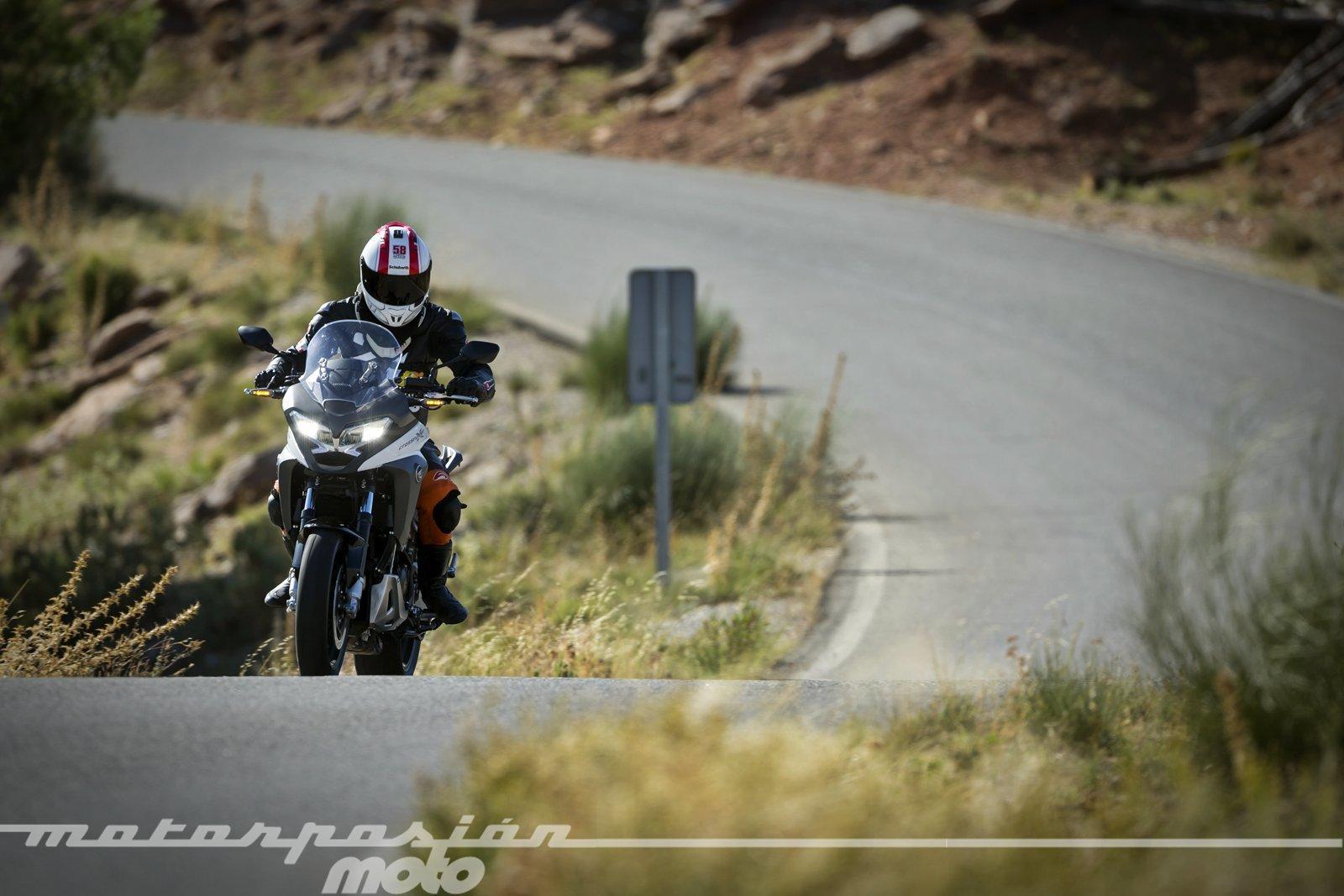 Honda VFR800X Crossrunner - Acción