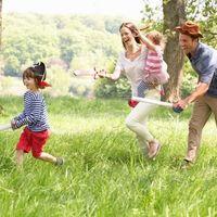 ¡Juega más con tus hijos! Jugar contigo mejora sus habilidades de memoria y participar en juego activo beneficia su salud mental