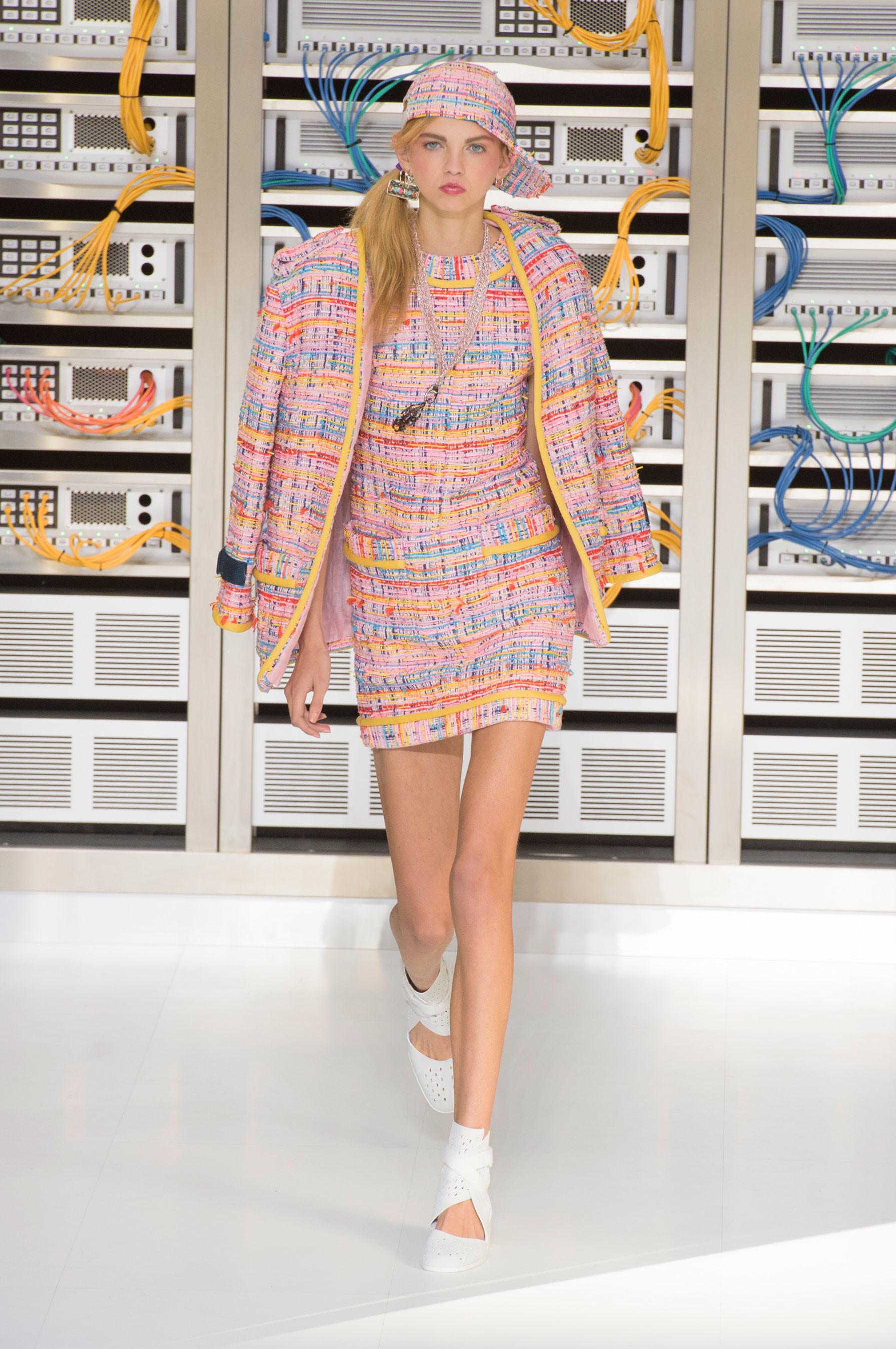 Foto de El regreso al futuro de Chanel en su colección Primavera-Verano 2017 (13/96)
