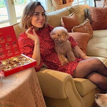Tamara Falcó anuncia bombones como su madre y lo hace con el look perfecto para celebrar la Navidad