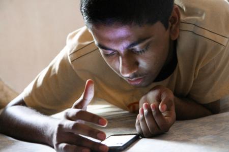 Cómo dejar de mirar tanto tiempo la pantalla del smartphone