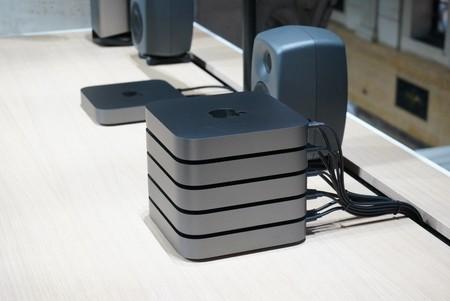 5 Mac minis apilados