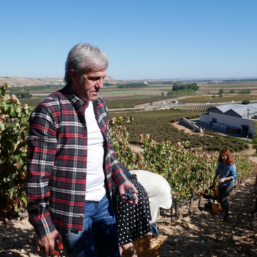 """¿Pagar por vendimiar? """"Muy poca gente ha pisado la uva y alucina con nuestros talleres"""""""