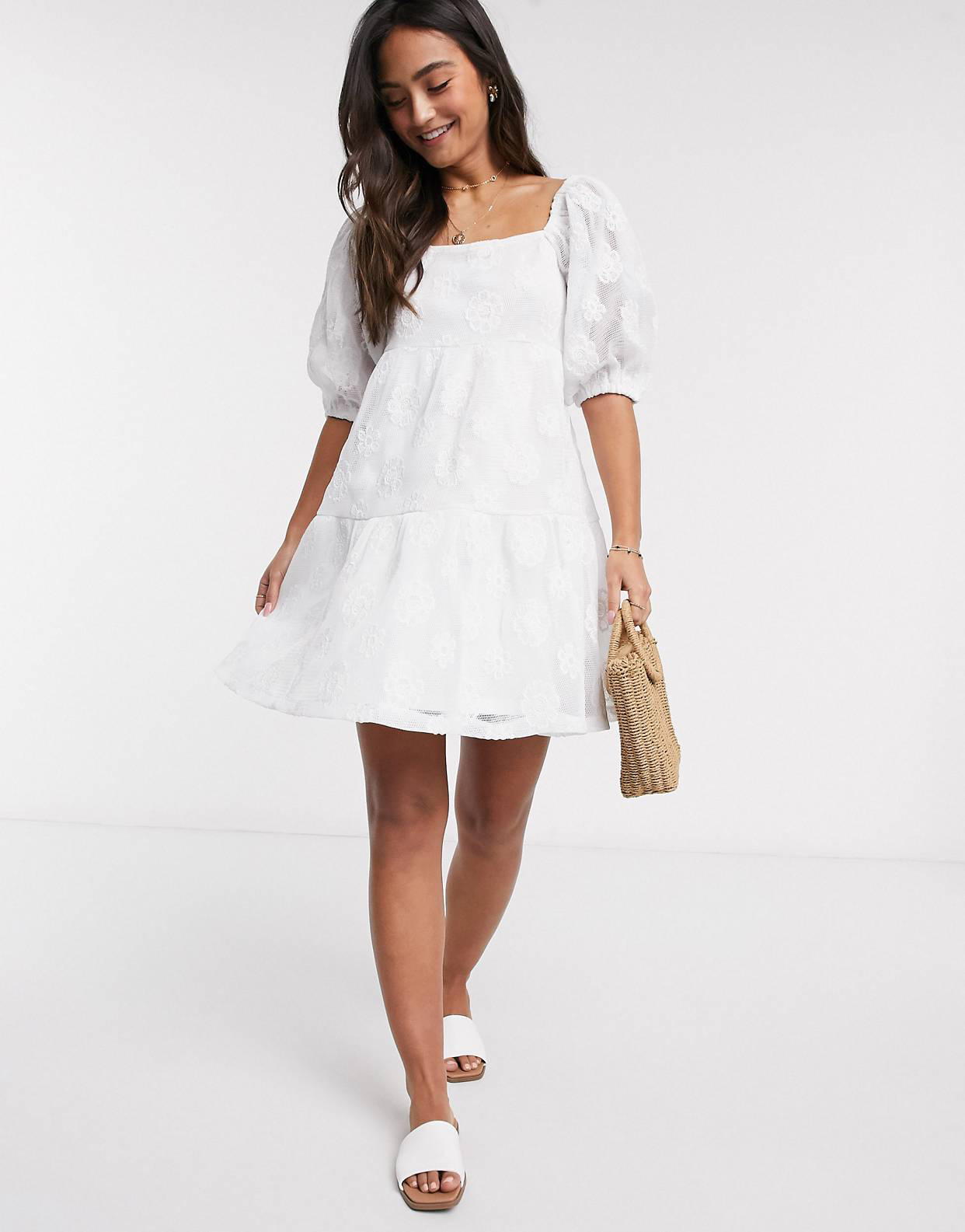 Vestido corto amplio con encaje bordado en blanco de ASOS DESIGN