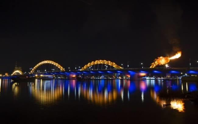 El Puente del Dragón en Da Nang, Vietnam