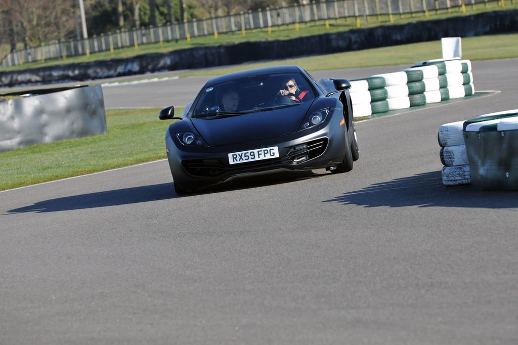 Foto de McLaren MP4-12C (10/123)