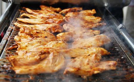 Según PETA, comer pollo causa penes pequeños. Según la ciencia, PETA se está montando una película