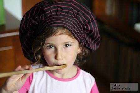 niña-probando-cocina