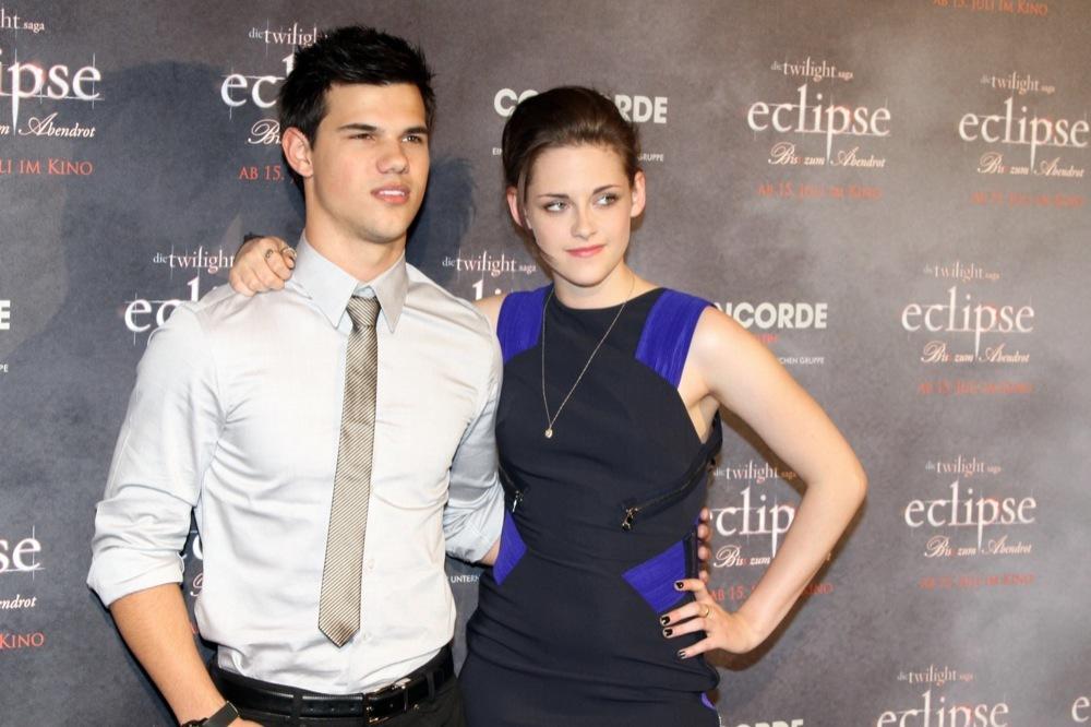 Foto de Más looks de Kristen Stewart presentando lo nuevo de 'Crepúsculo', 'Eclipse': en busca del estilo (17/18)