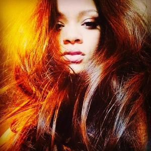 ¿Quién es esa castaña de ahí? Rihanna y su nuevo look