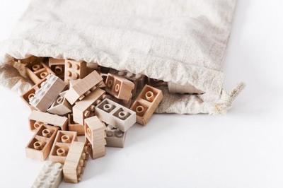 Piezas de Lego, también de madera