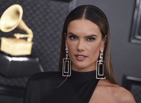 Alessandra Ambrosio Premios Grammy 2020